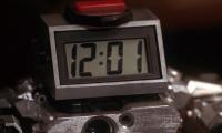 Дванадесет часа и една минута